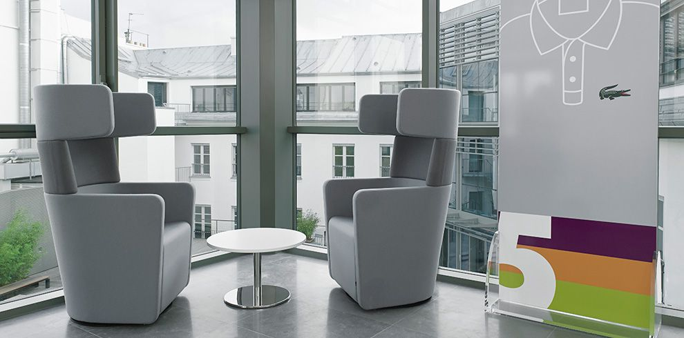Lacoste Paris Fr Furnished By Bene Informal Collaboration Area With Parcs Wing Chairs Parcswingchai Office Solutions Collaboration Area Furnishings