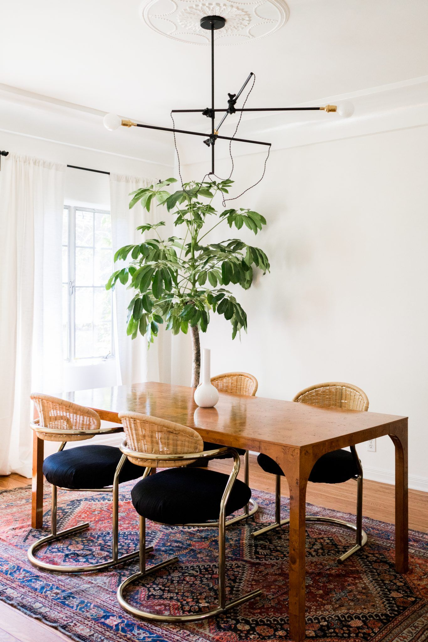 Wide Eyed Legless La Living An Ode To My First Grown Up Apartment Classic Dining Room Dining Room Walls Dining Room Design