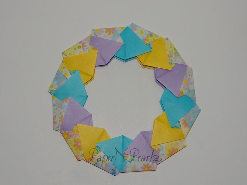 #Origami #Ring 16  From Origami Rings and #Wreaths by #TomokoFuse  Number of units: 12 🎄🎄🎄🎄 #Christmas in the air!!   #modular #paperart #paperfolding #origamilove #papernpearlz #origamiart #origamiindia #DIY #japanese
