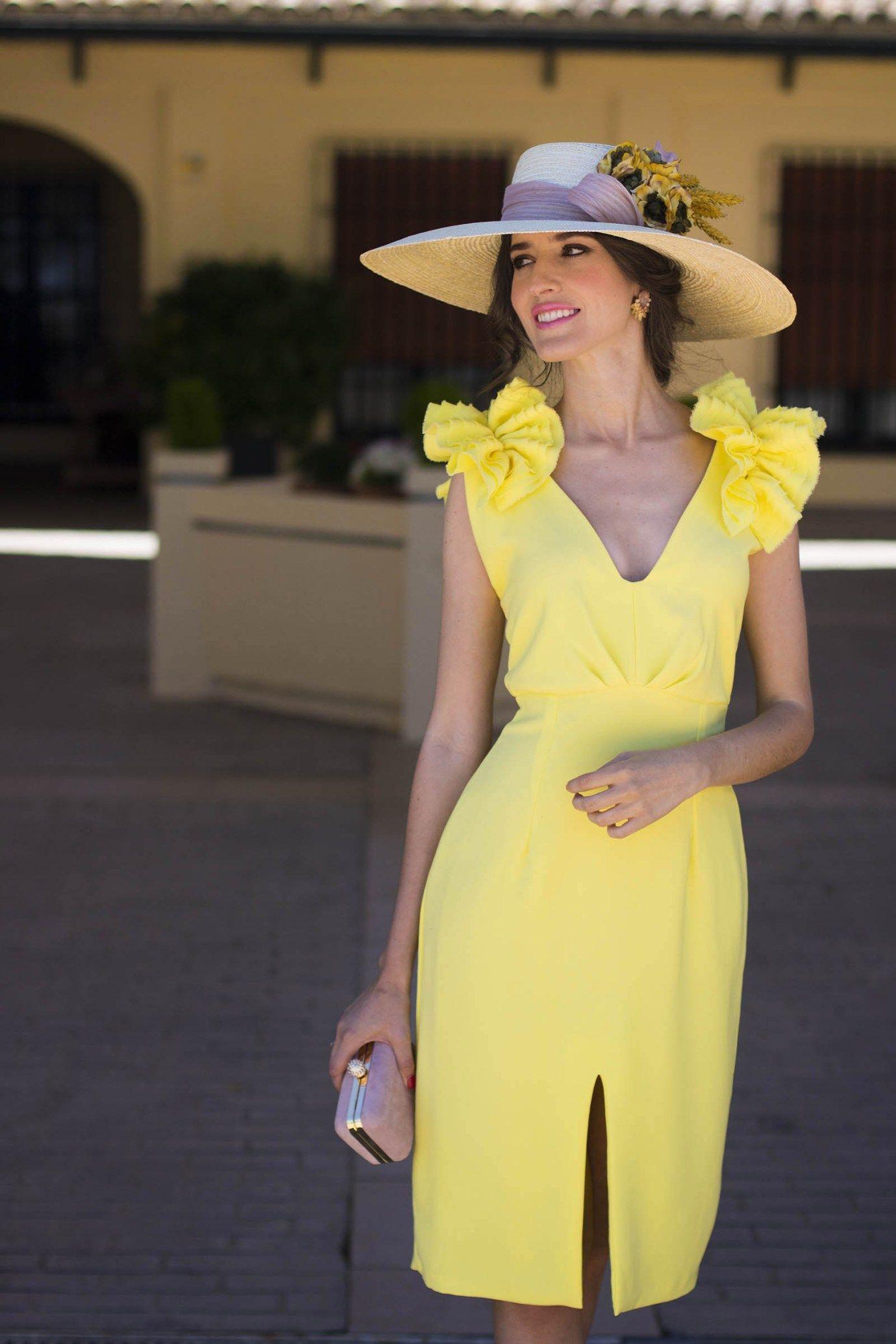 502a6831ac8fe Vestido amarillo boda dia tocado