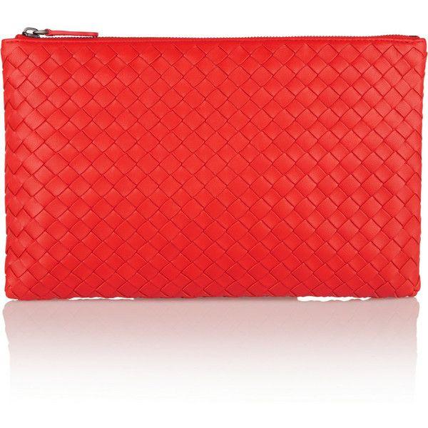 Bottega Veneta Medium intrecciato leather pouch (£430) ❤ liked on Polyvore featuring bags, handbags, clutches, red, red leather handbag, handbags totes, red leather purse, leather zipper pouch and leather tote bags