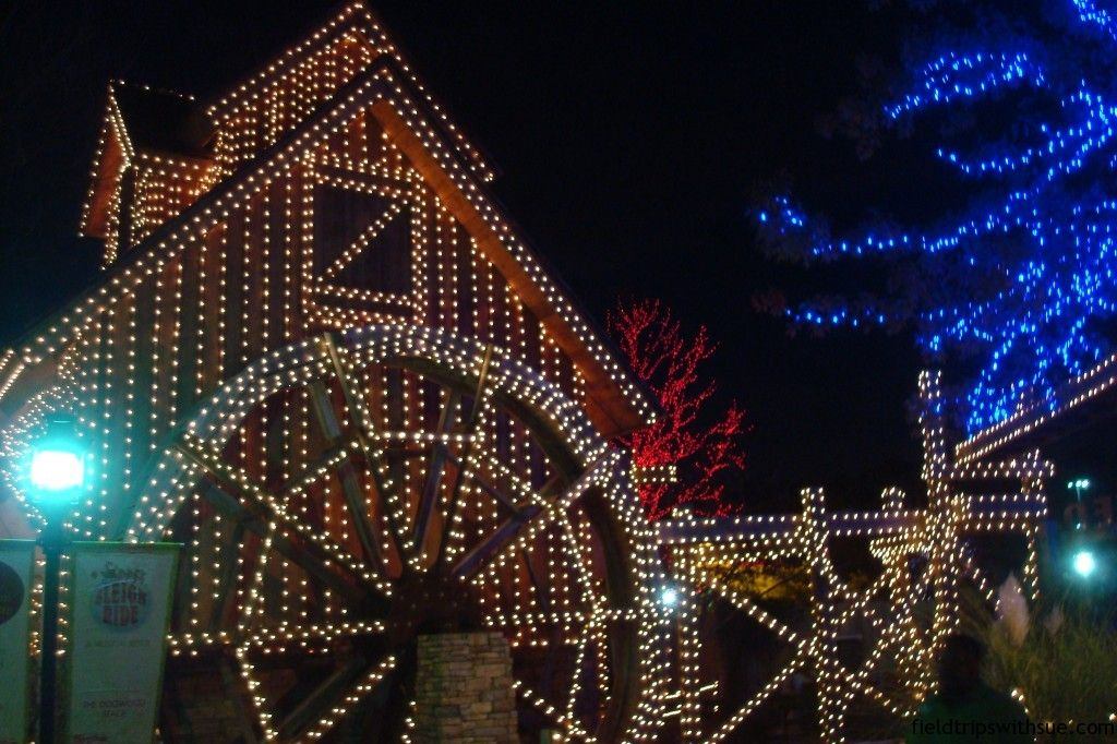 find the best christmas light displays around atlanta we list free displays plus attractions neighborhoods wgreat christmas light displays near you