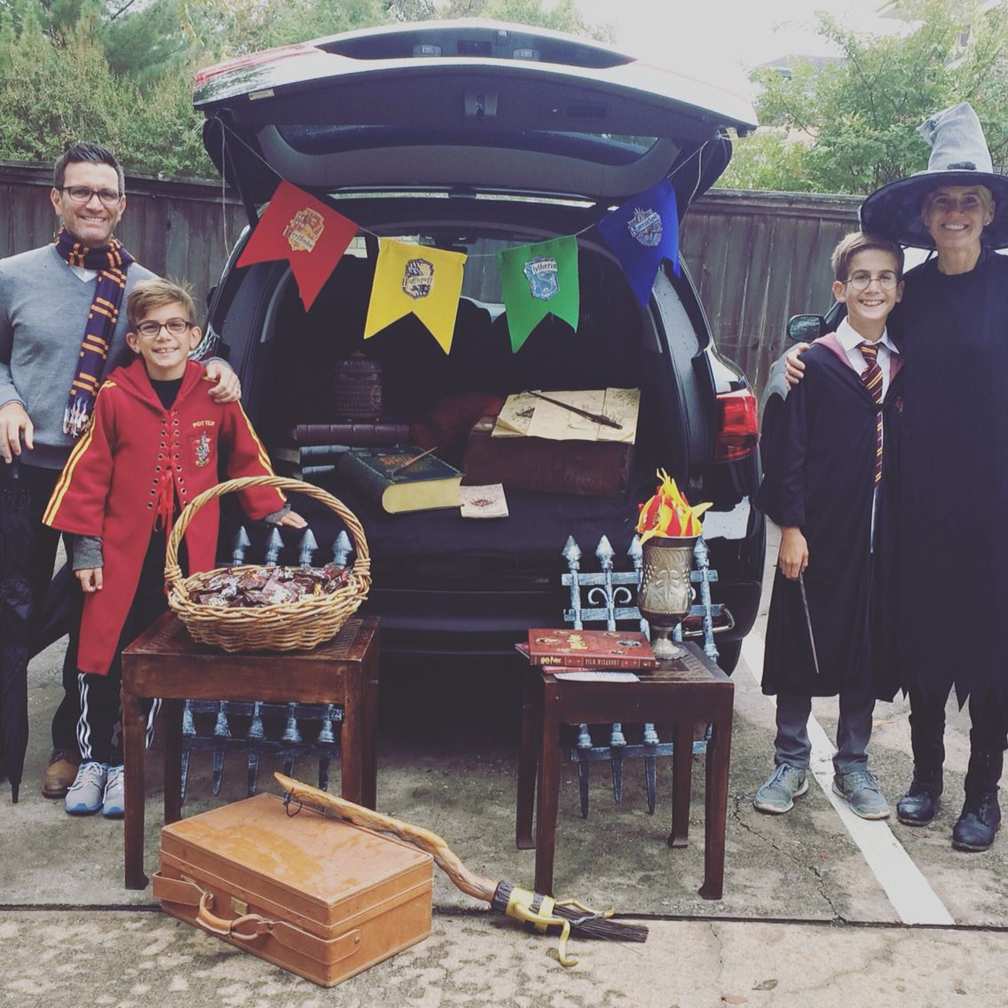 Trunk Halloween Decorating Ideas: Harry Potter Trunk Or Treat