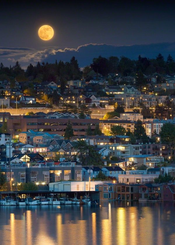 Supermoon in Seattle by Nicolesy