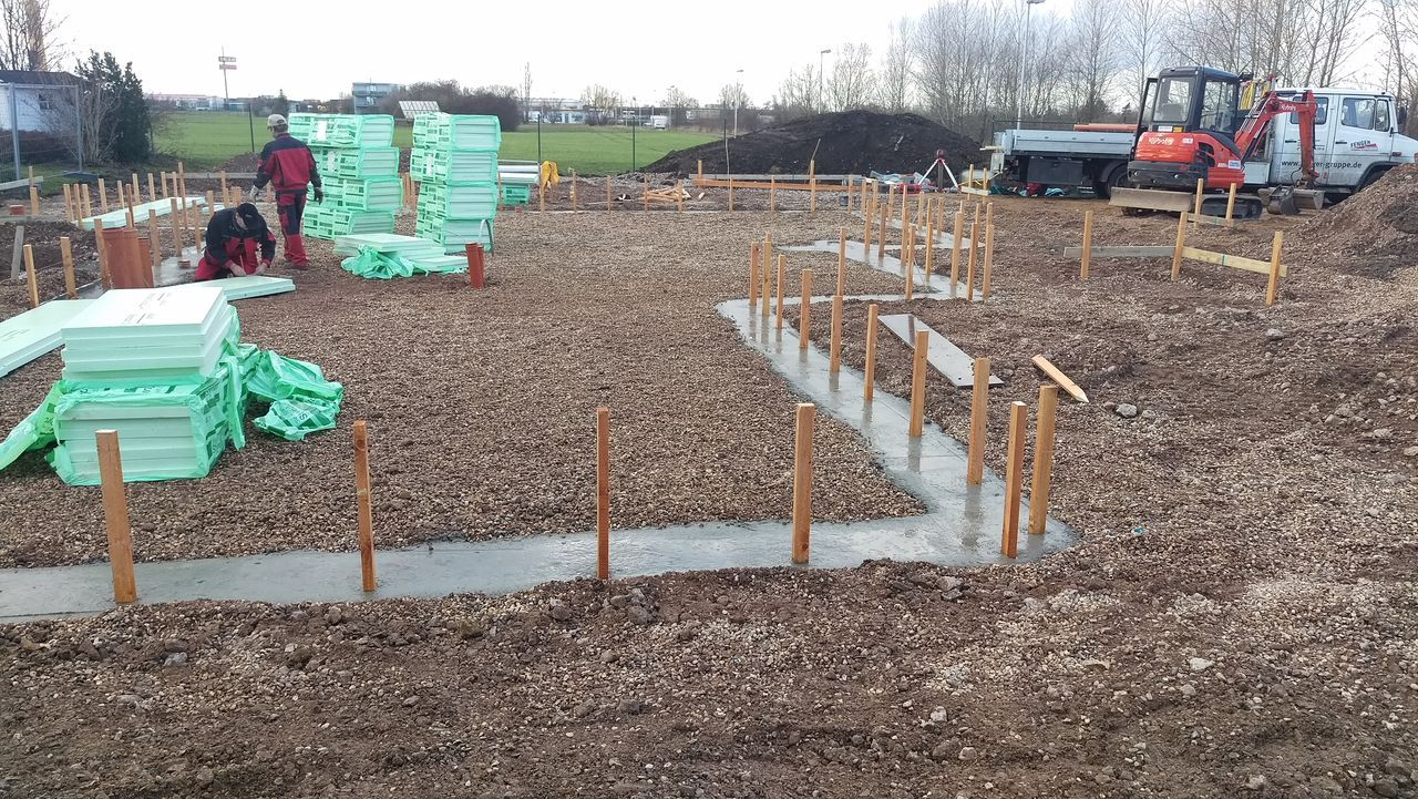 28. Januar 2016 Aufbau der Bodenplatte. musterhaus