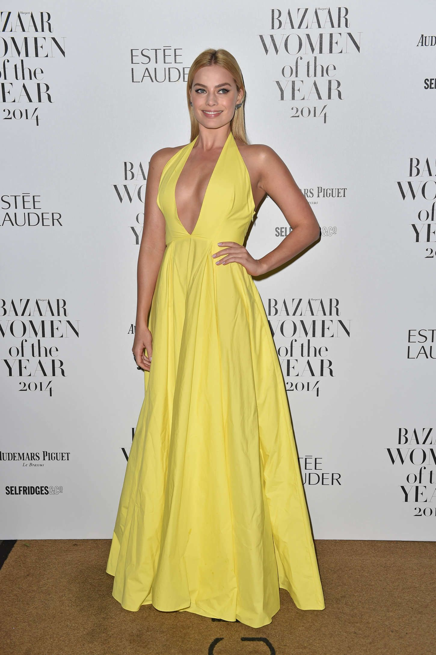 Margot robbie u harperus bazaar women of the year awards in london