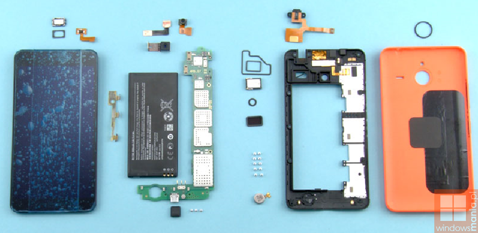 Microsoft Lumia 640 XL smartphone the internal structure