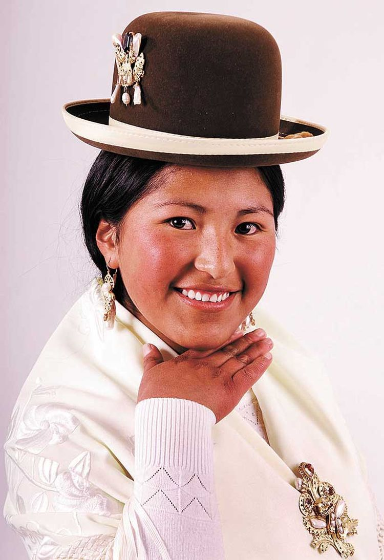 Pin en folk dress up: Bolivia
