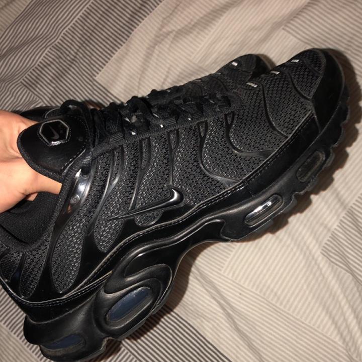 black tns size 5