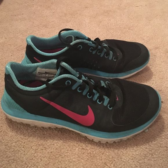 Nikes Barely any wear. Don't fit me! Nike Shoes Athletic Shoes