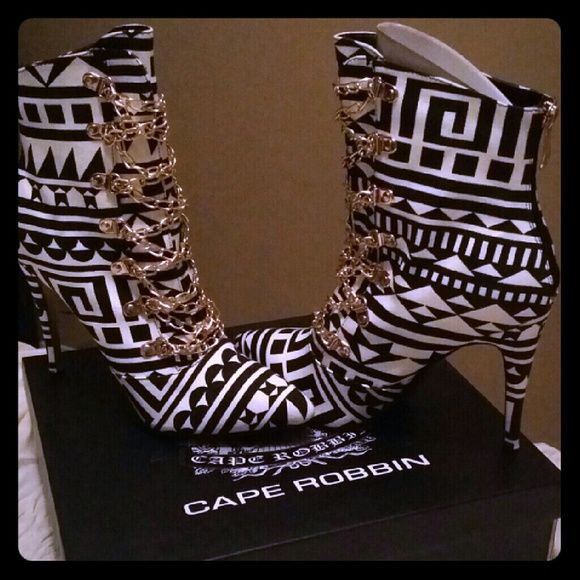 African print booties Brand new never worn size 8 1/2 cape robbin  Shoes Ankle Boots & Booties