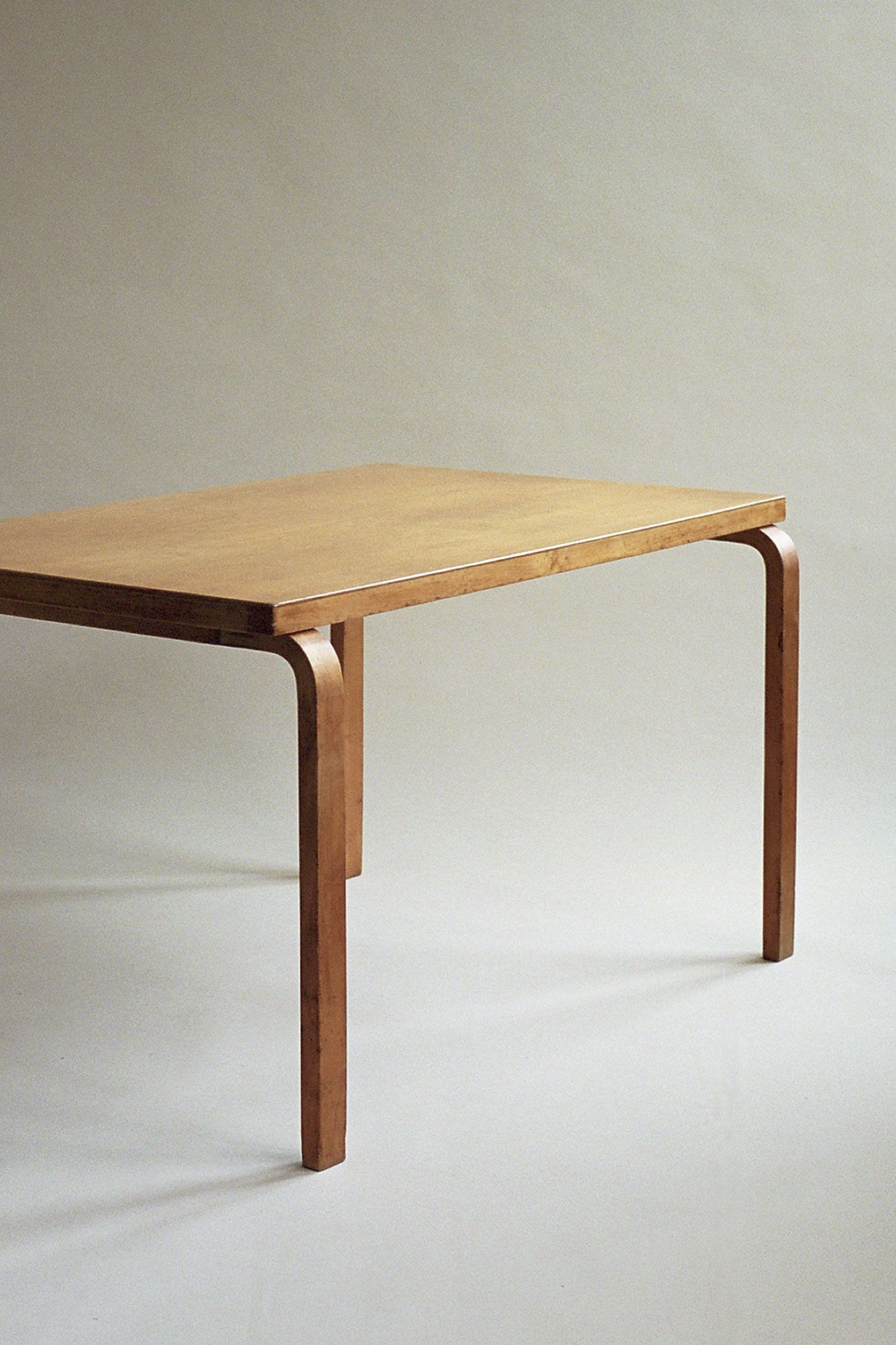 A Large Dining Table By Alvar Aalto Distributed By Finmar In The Mid 1930s To The Brit Scandinavian Dining Table Modern Retro Furniture Scandinavian Furniture