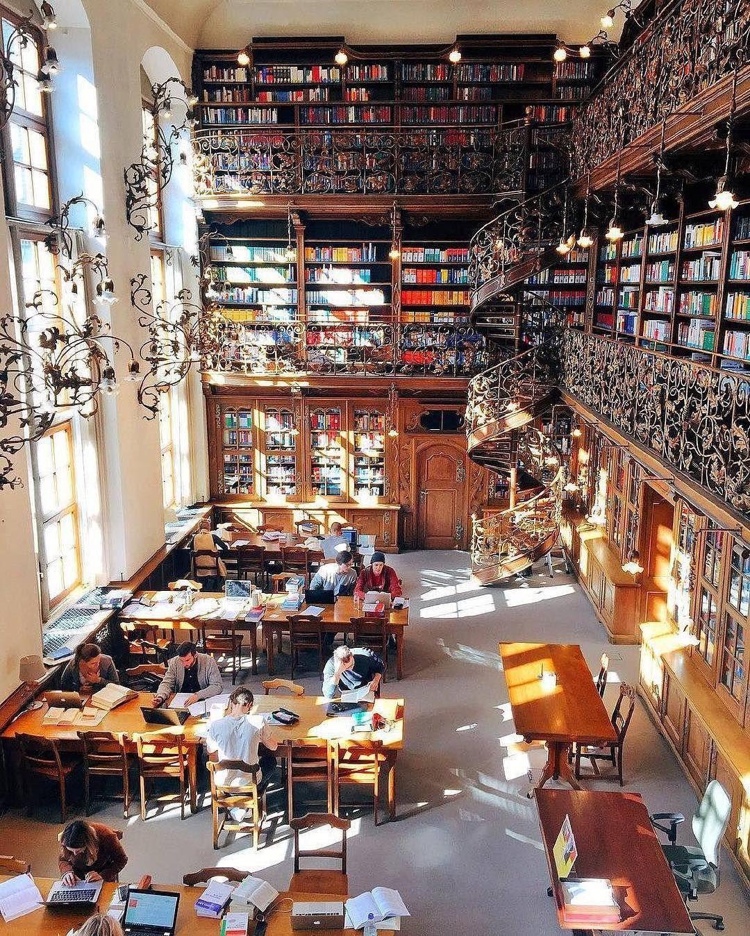 Stunning architecture of juristic library munich germany for Interior design munich