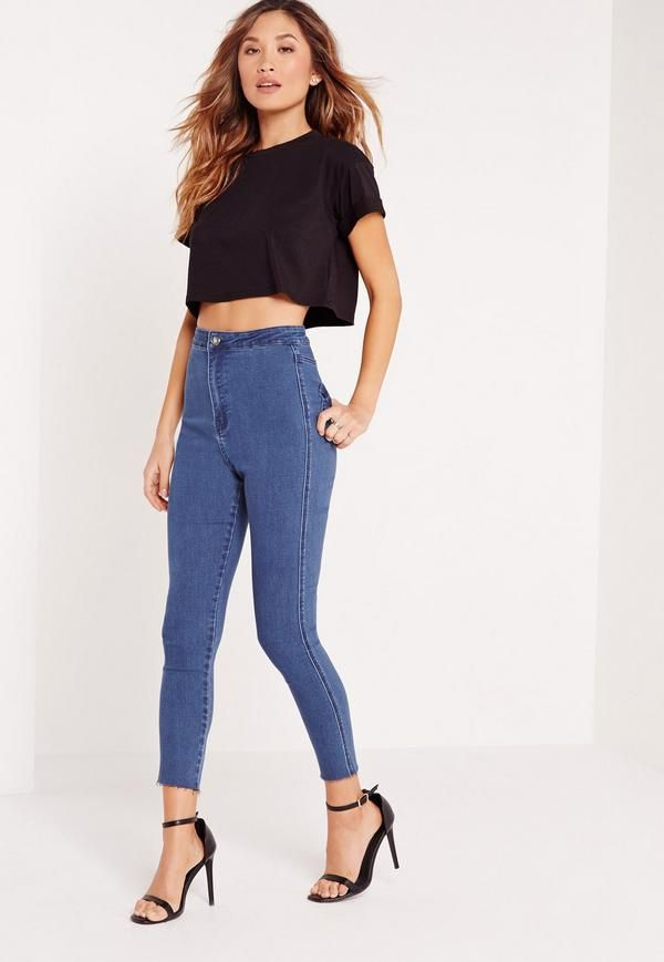 Denim is the essence of summer, so make sure you update your wardrobe. In a dark blue hue, cropped style and skinny fit, you'll be giving your curves the attention they deserve. Style with a basic tee and barely there heels for a chilled ou...