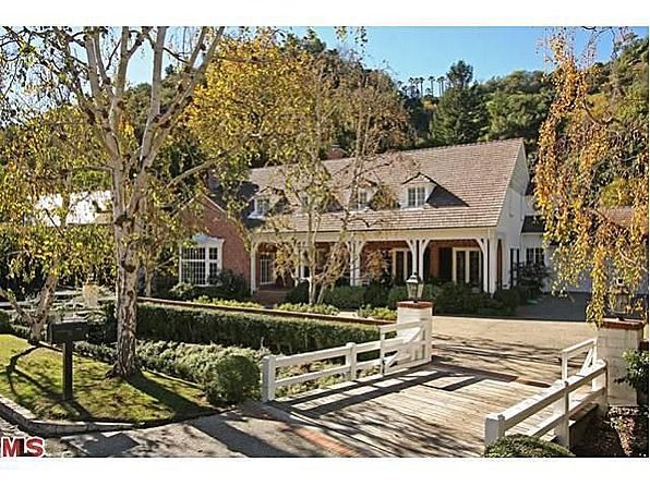 Vintage Hollywood Homes judy garland's former home for sale | judy garland, exterior and house