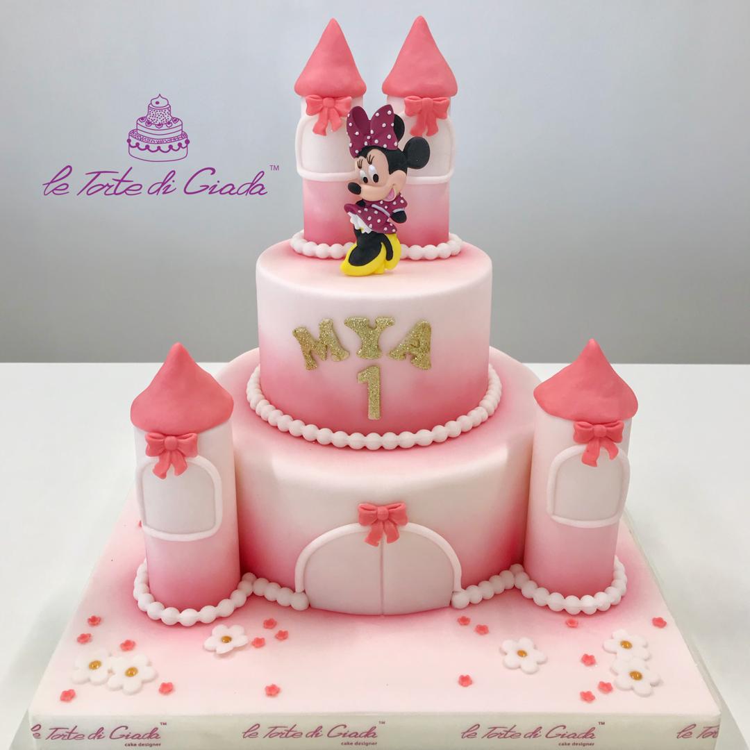 Torta a tema Minnie con un bel castello delle Principesse ...