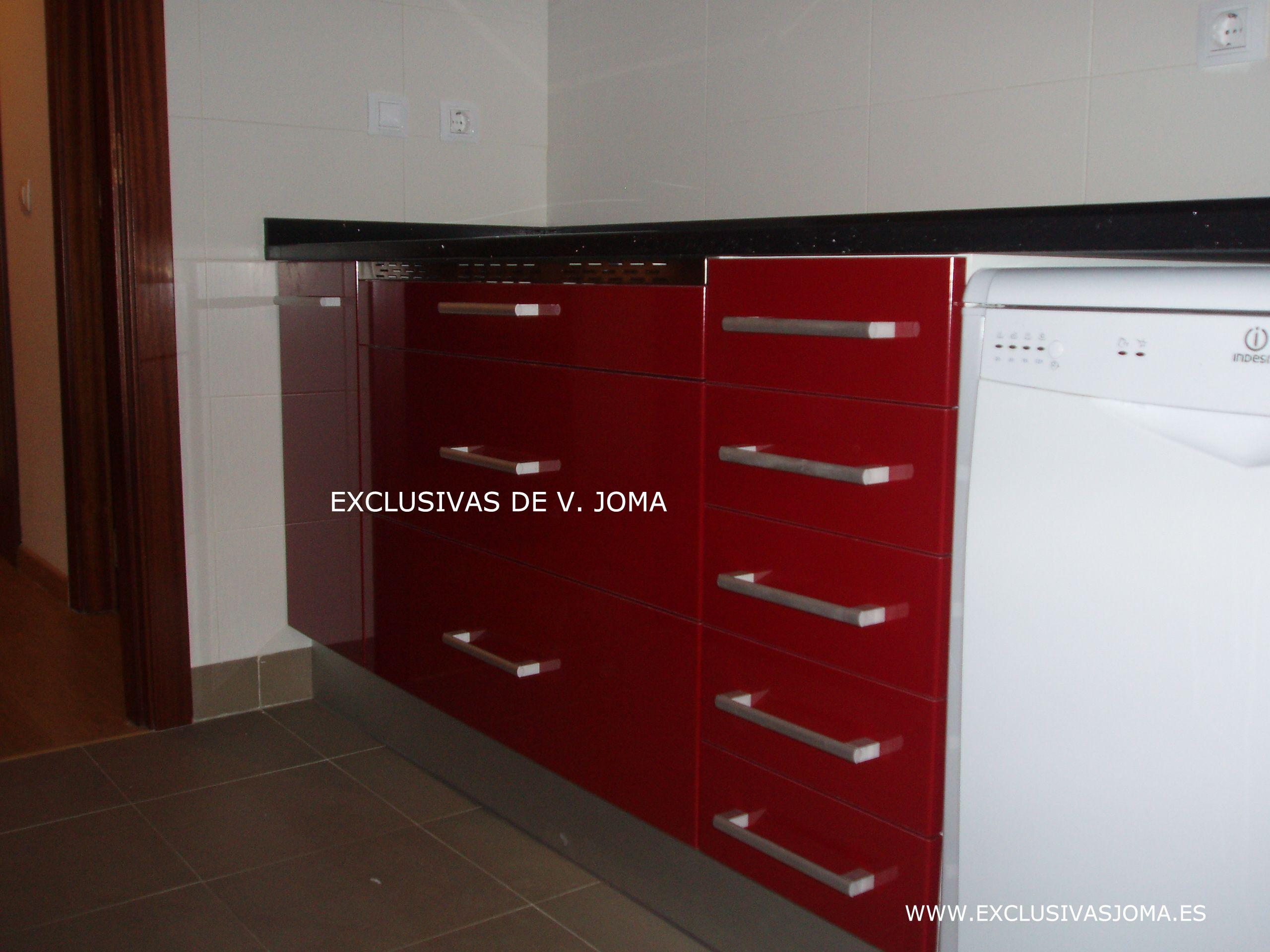 Muebles de cocina en formica alto brillo en color granate - Muebles de cocina en leon ...
