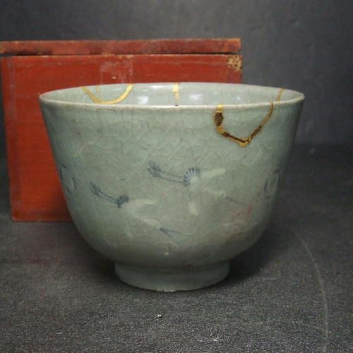 Real old Japanese KODA blue porcelain ware tea bowl with golden repair inlay