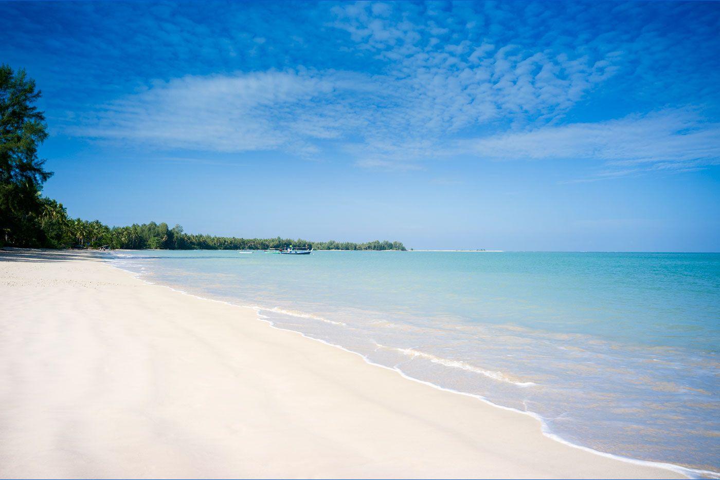 Khao Lak beach, Phang Nga, Thailand ✯ ωнιмѕу ѕαη∂у