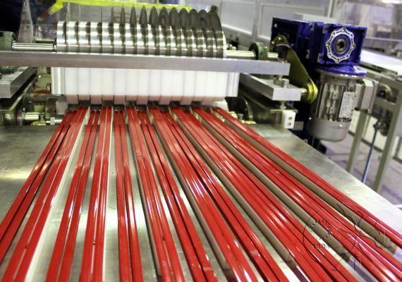 Разводящие транспортеры на конвейер за смену поступает 300 изделий вероятность того что поступившая на