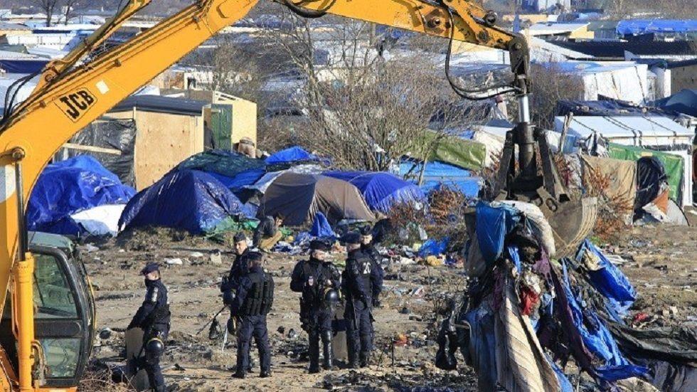 الشرطة الفرنسية تفكك مخيما مؤقتا للمهاجرين في كاليه روسيا اليوم