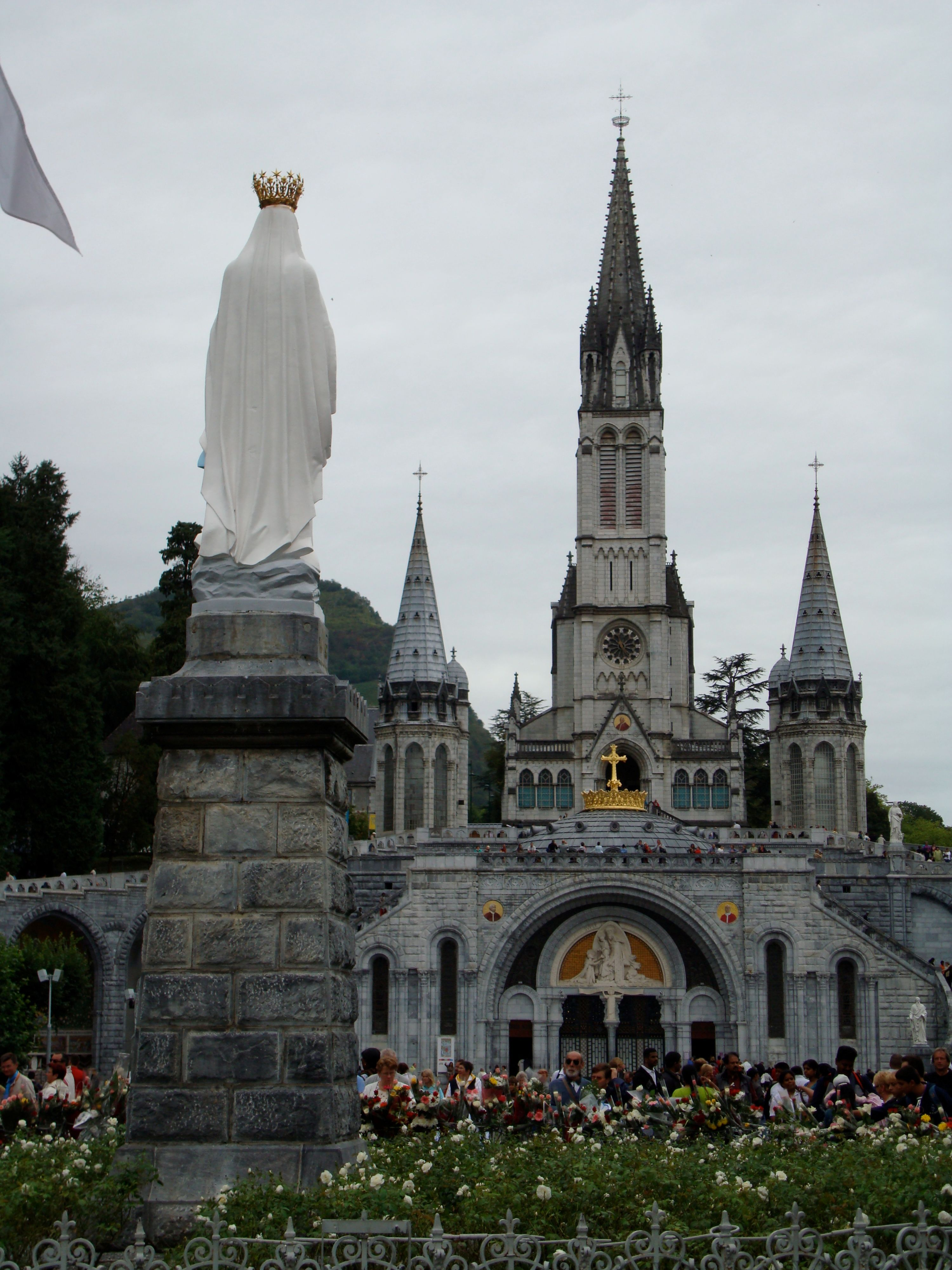 Pin By Botafogo On Roman Catholic Lourdes France Sacred Buildings Cathedral Church