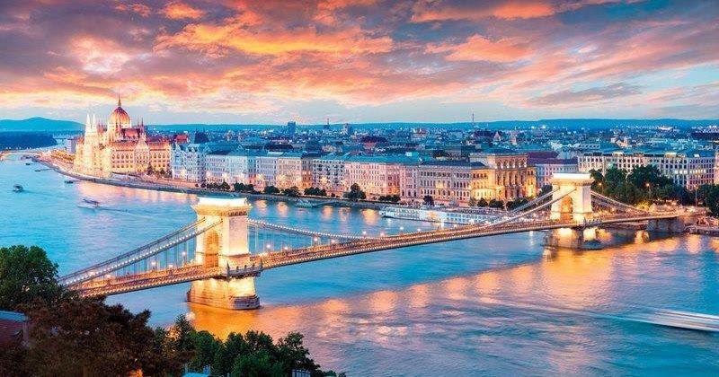 بودابست عروس الدانوب يعتبر نهر الدانوب أطول نهر في الاتحاد الأوروبي حيث يبلغ طوله نحو 3000 كيلومتر ويمر النهر عبر أوروبا من وسطها إ Budapest Landmarks Photo