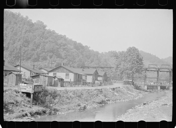 25 Photos Of Kentucky Coal Camps During The 1930s And 1940s Floyd County Coal Mining Appalachian People