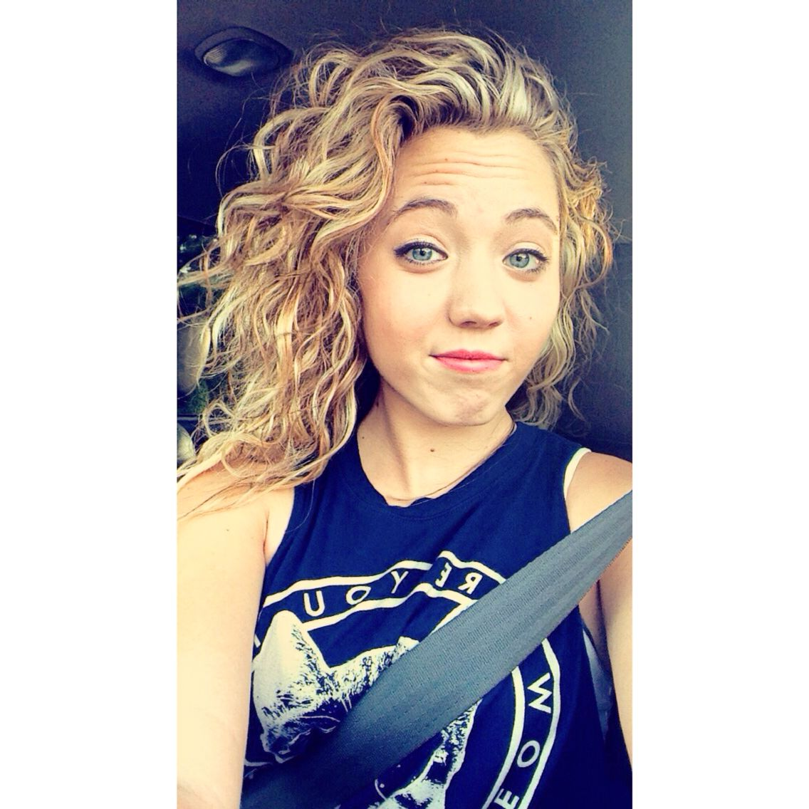 White Girl Naturally Curly Hair Blonde Curly Natural Curly Hair Styles Permed Hairstyles Curly Hair Styles Naturally