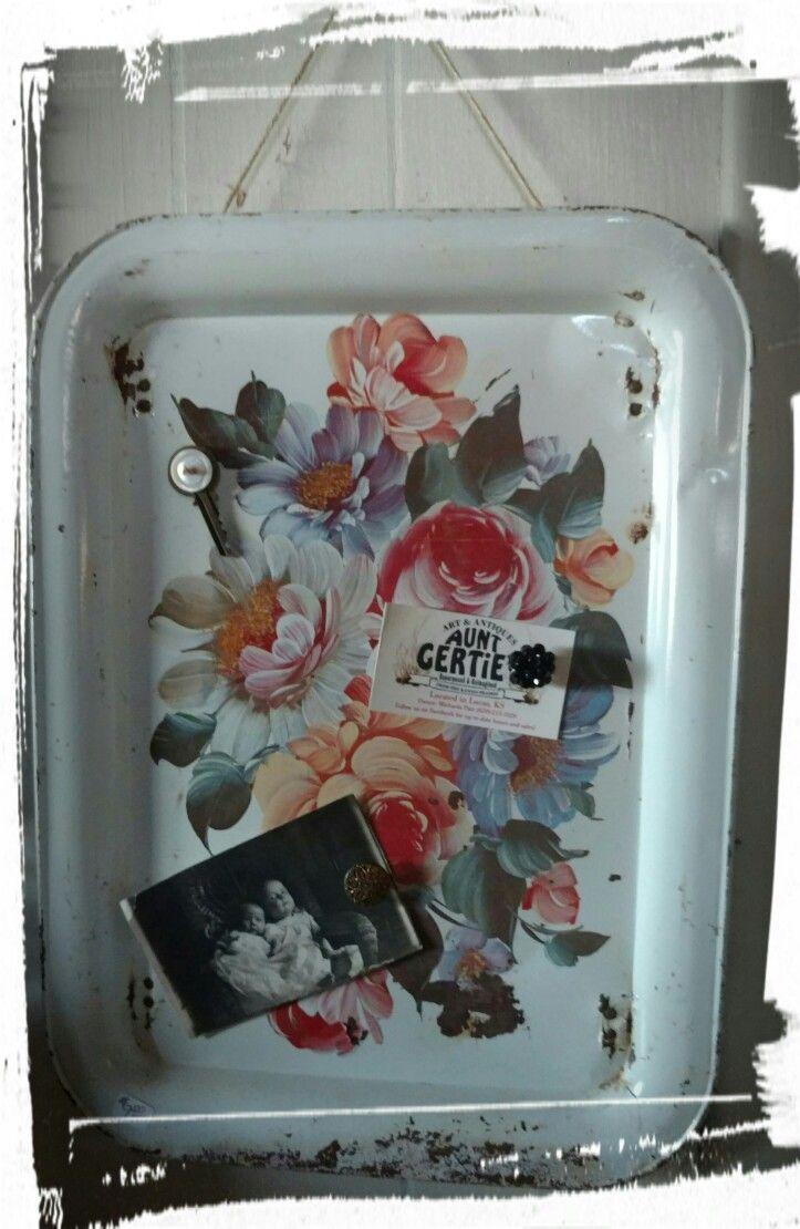 Vintage TV tray into magnet board