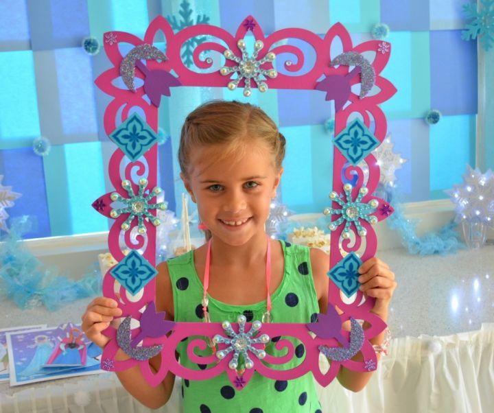 Disney Frozen Party Idea: DIY Frozen party photobooth prop by MyMommaToldMe.com
