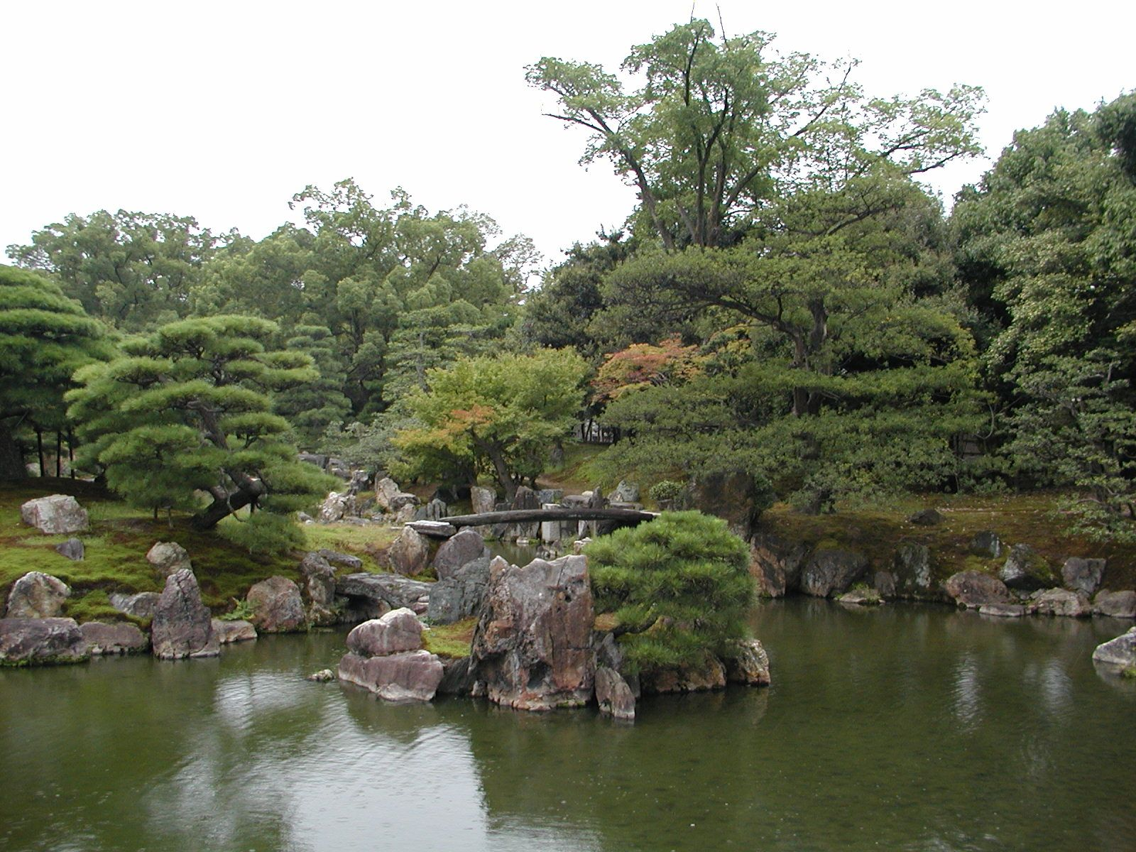 Nijo Castle: Ninomaru Garden, Seiryu-en Garden, and Honmaru Garden At present-day Nijo Castle there are three gardens Ninomaru Garden, Seiryu-en Garden, ...