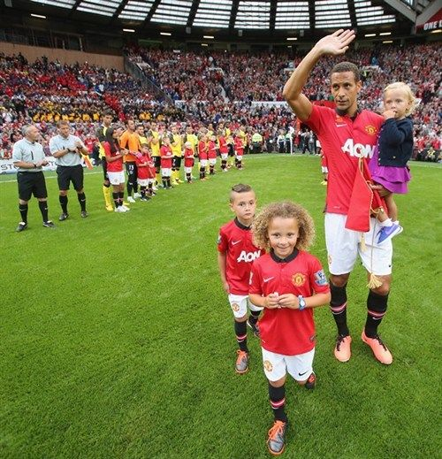 Rio Ferdinand And His Kids Coming Out Onto The Pitch Rio Ferdinand Man Utd News Manchester United