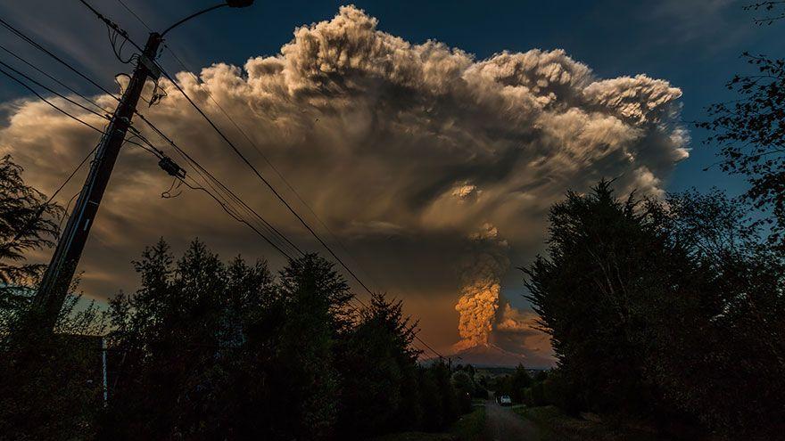 Dych berúce fotografie erupcie čílskeho vulkánu Calbuco – Doba Mag.