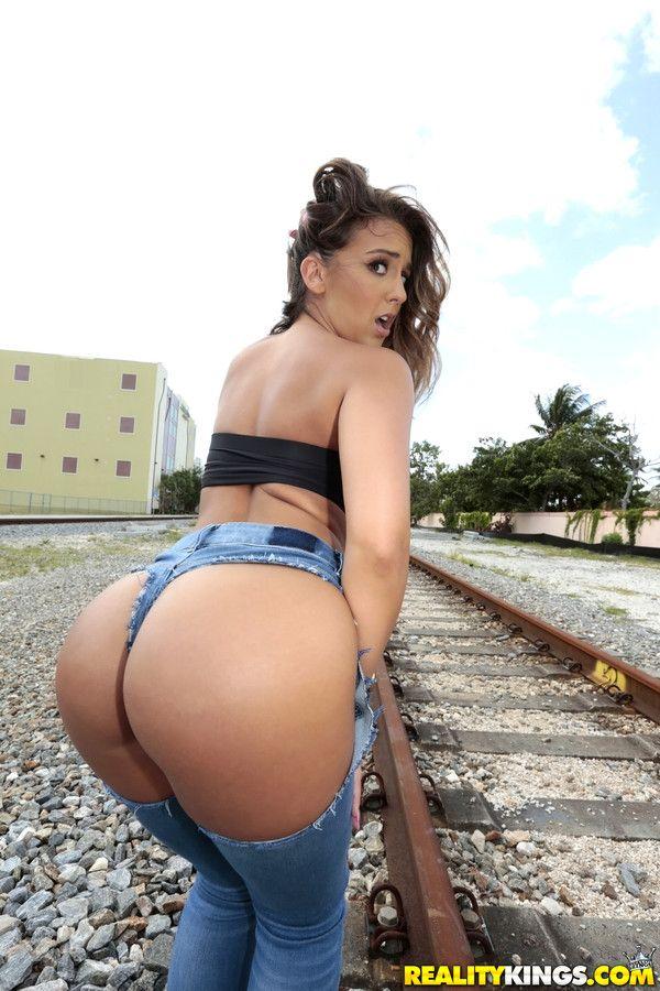 layla ass