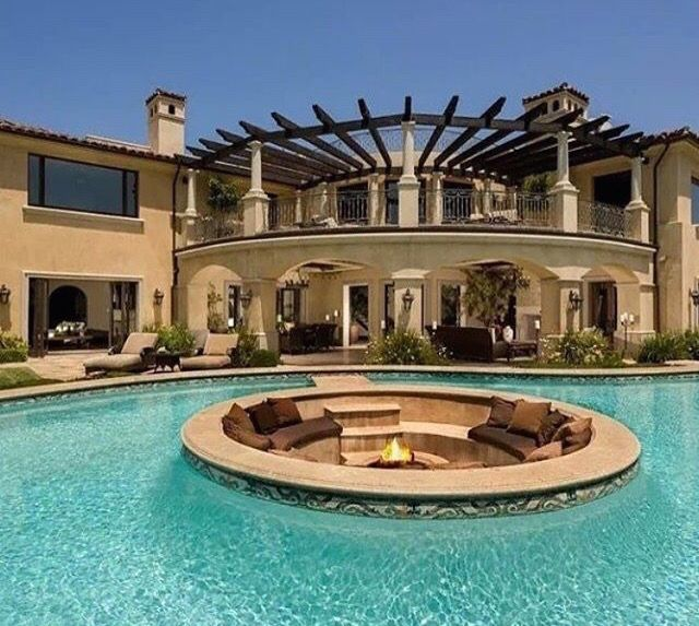 Now Trending: Pool Design With Sunken Seating And Firepit