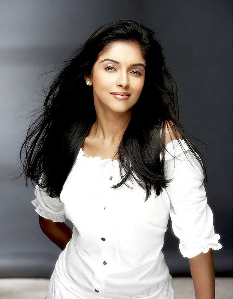 cute asin.. for more: www.foundpix #asin #tamilactress #hot