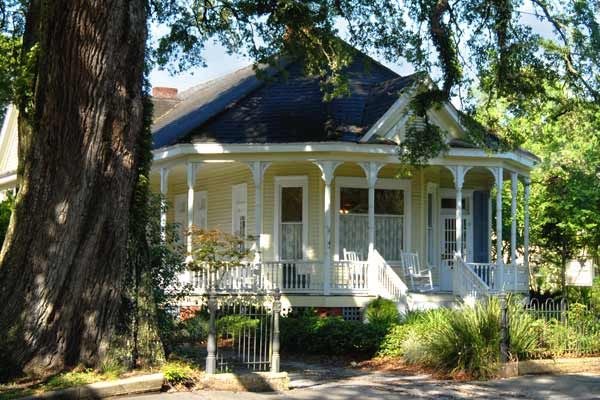New Iberia Louisiana For The This Old House 2013 Best Old House Neighborhoods Old Houses Craftsman Bungalows House Cost