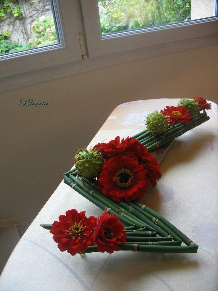 Image zinnias sur lit de prêles art floral bleuette010 composition floralefleurs noeldeco