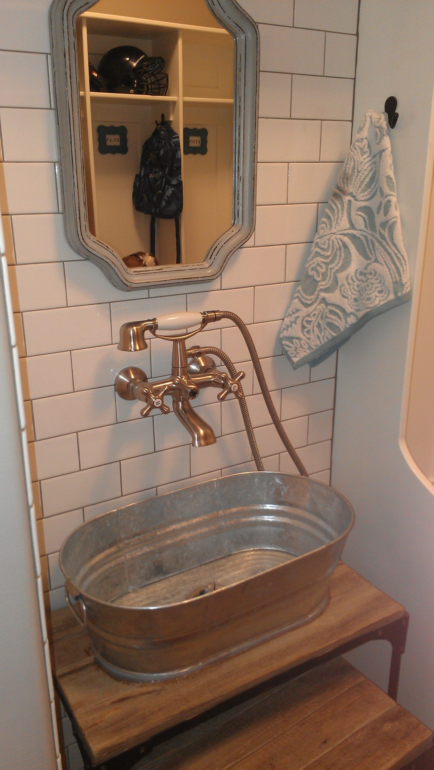 Diy Old Dry Sink With A Galvanized Washtub As The Sink And Well Pump Style Faucet Wash Tub Sink Diy Sink Vanity Primitive Bathrooms