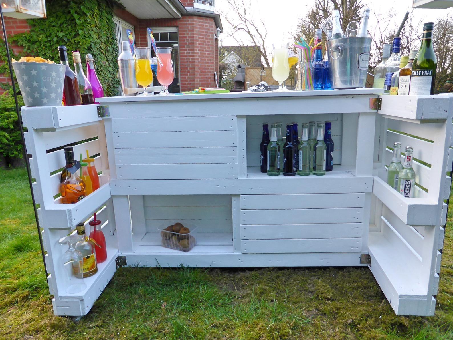 Palettenmobel Garden Bar Paletten Cocktail Bar In 2020 Garden Bar Backyard Bar Pallet Decor