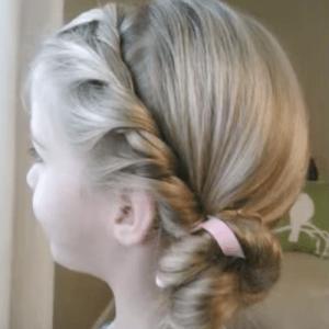 女の子のための プリンセス ヘア アレンジ ピアノ発表会や結婚式にも使える プリンセスのヘアスタイル ルーズヘア キュートなヘアスタイル
