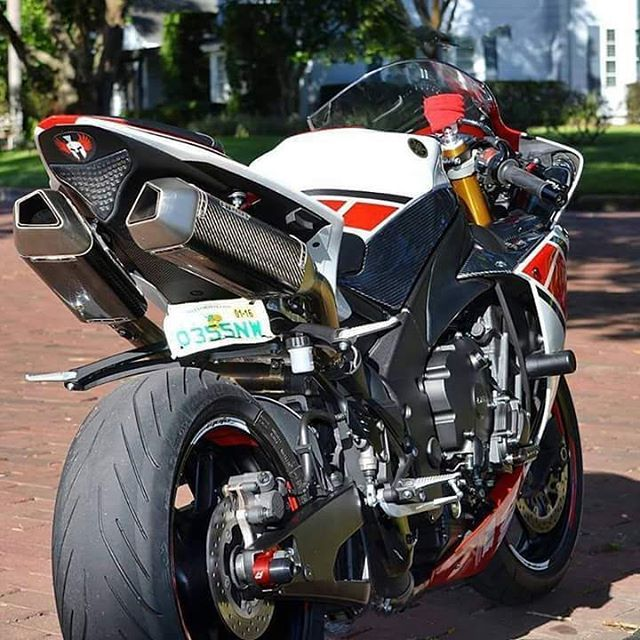 r1 r1 crossplane yamaha chairellbikes4life superbike pinterest yamaha r1 valentino. Black Bedroom Furniture Sets. Home Design Ideas