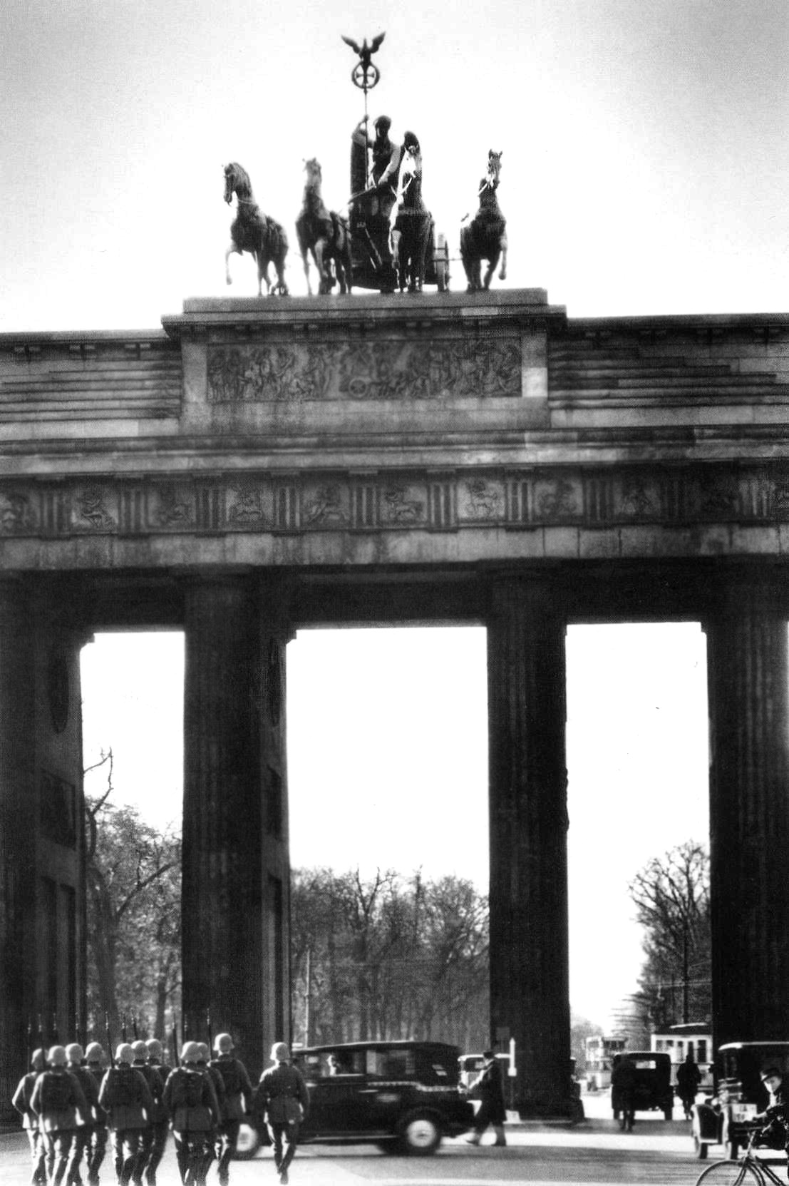 Margaret Bourke-White: Soldiers at the Branderburg gate, Berlin, 1932
