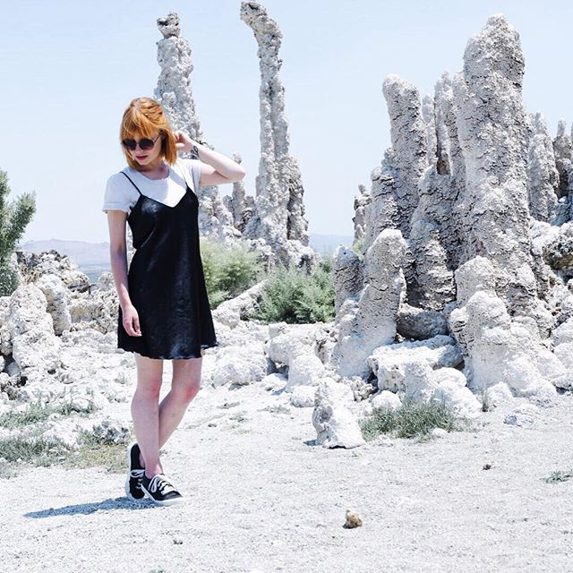 🔛 Finally, the first outfit from Cali is on the blog now: slip dress over white t-shirt, shot at Mono Lake 🌑 #KandFtakecali