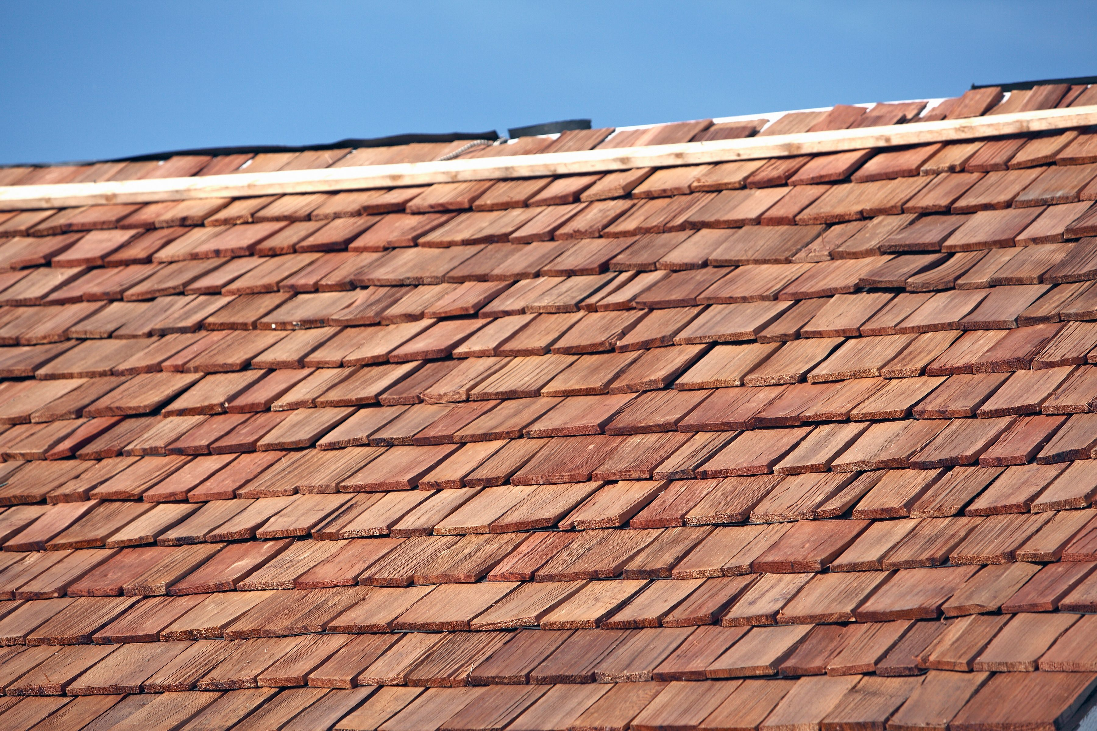 What Is A Shake Shingle Roof In 2020 Wood Shake Roof Shake Roof Cedar Roof