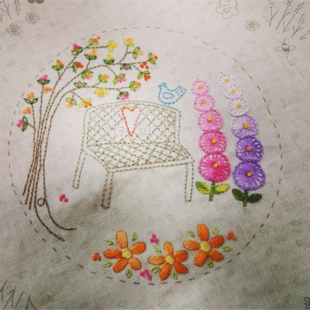 *봄을 기다리는 마음을 담아~~~쉽고 간단하게 ᆞ ᆞ #embroidery #handembroidery #needlework #ricamo #steadyembroidery #stitch #flower #heart #love #bluebird #건대프랑스자수 #프랑스자수 #서양자수 #동그라미 #티코스터 #쉽고 재미난 #steady