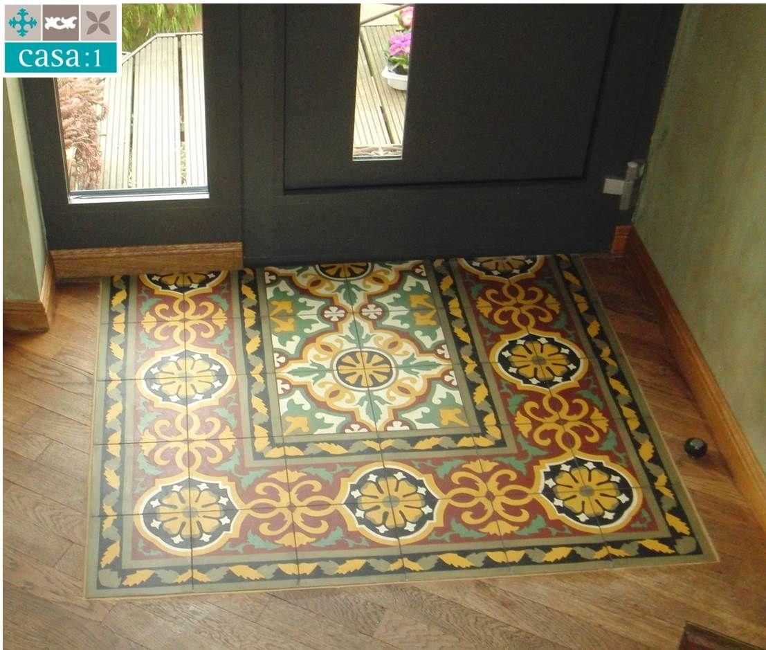 Casa:1 #Zementfliesen im Eingang - wunderschön kombiniert mit Holz. Die Fläche besteht aus einem