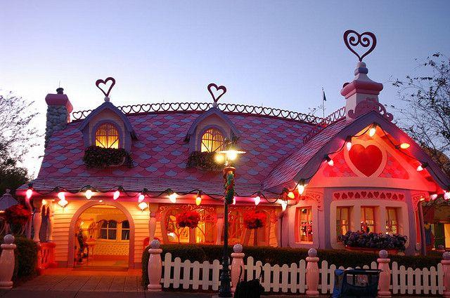 Minnie Mouse House - Orlando by tulogboy, via Flickr