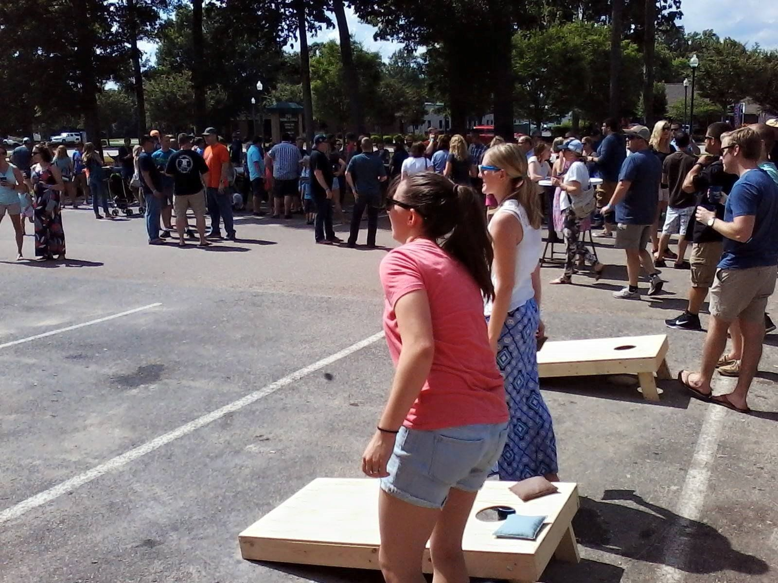 Cornhole game ar tchê Tradition Brewing Company Grand Opening.  James Lawson, Photographer
